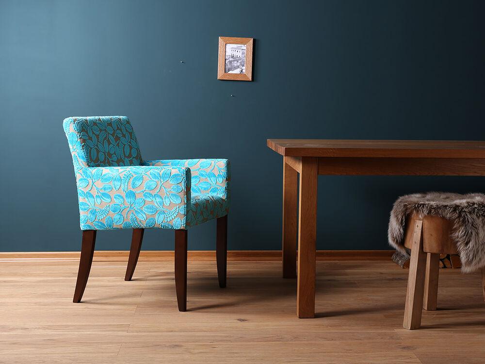 blue wall design esszimmerst hle mit armlehne. Black Bedroom Furniture Sets. Home Design Ideas