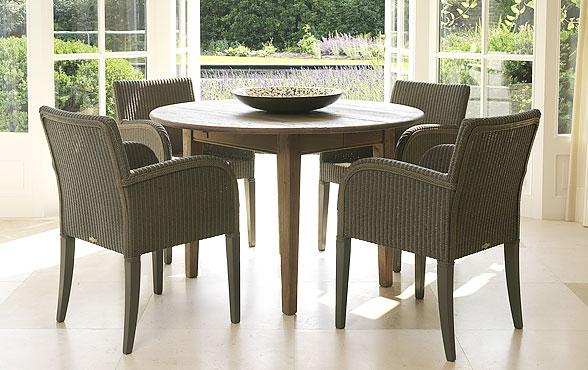 blue wall design lloyd loom stuhl henry. Black Bedroom Furniture Sets. Home Design Ideas