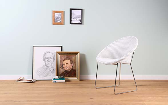 blue wall design lloyd loom stuhl joe blue wall design. Black Bedroom Furniture Sets. Home Design Ideas