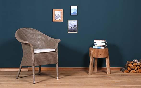 blue wall design lloyd loom stuhl victor blue wall. Black Bedroom Furniture Sets. Home Design Ideas