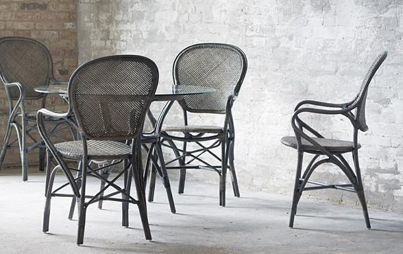 Blue wall design rattan stuhl ross for Design stuhl geflecht