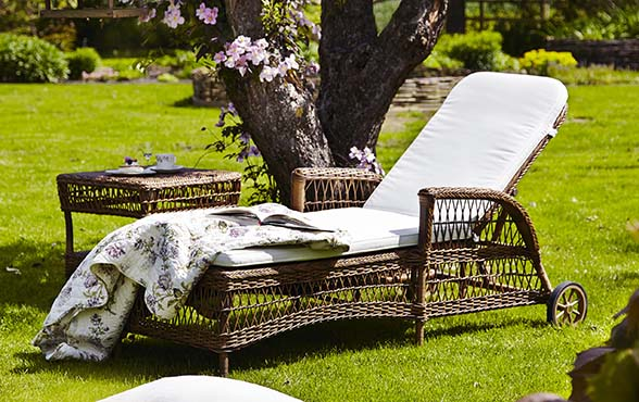 blue wall design daisy sunlounger gartenliege. Black Bedroom Furniture Sets. Home Design Ideas