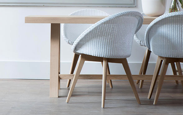 blue wall design lloyd loom stuhl joe oak blue wall. Black Bedroom Furniture Sets. Home Design Ideas