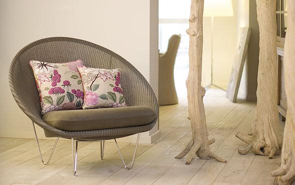 blue wall design lloyd loom sessel joe lounge. Black Bedroom Furniture Sets. Home Design Ideas